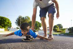 Aktivity, ktoré môžu robiť oteckovia so svojimi deťmi Become A Photographer, Aktiv, Young Boys, Father And Son, Skateboard, How To Become, Parenting, Stock Photos, Teaching