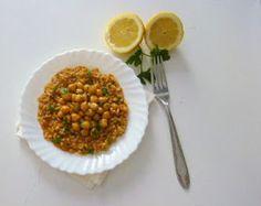 un piatto vegan: riso integrale con ceci