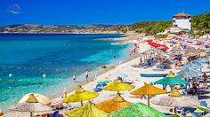 Insula Thassos este cea mai accesibila insula greceasca pentru turistii romani. In acest articol vreau sa va prezint una dintre statiuni, es... Greek Sea, Beach Mat, Taj Mahal, Outdoor Blanket, Building, Romani, Colors, Traveling, Greece