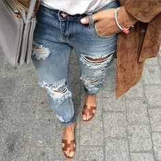 cc8ae85d2c1 Des  mules plates avec un  jean destroy why not   (mules  Hermès