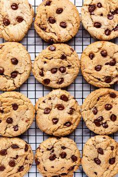 Chewy Vegan Chocolate Chip Cookies - ilovevegan.com #vegan Vegan Chocolate Chip Cookie Recipe, Crispy Chocolate Chip Cookies, Best Vegan Chocolate, Vegan Candies, Vegan Desserts, Dessert Recipes, Vegan Sweets, Cookie Recipes, Vegan Recipes