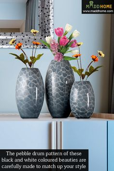 The pebble drum pattern of these black and white coloured beauties are carefully made to match up your style. #interiors #vases #MaddHome Buy online & save money. Get more information at https://www.maddhome.com/black-white-colored-leaf-vase.html