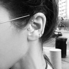 The Native Fox ear piercing. I want to bling up my ear. Cute Piercings, Types Of Piercings, Tragus Piercings, Body Piercings, Piercing Tattoo, Unique Piercings, Double Forward Helix Piercing, Native Fox, Jewelry Closet