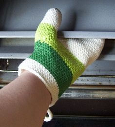 free crochet cotton Oven mitt with thumb gussett by gitwerg