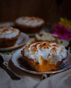 Mango Meringue Pies via @feedfeed on https://thefeedfeed.com/thesashadiaries/mango-meringue-pies