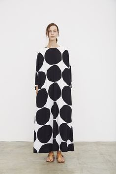black and white polka dotted dress [Paris Fashion Week Spring 2016 Marimekko] Fashion Week Paris, Fashion News, Fashion Show, Fashion Design, Style Fashion, Classy Fashion, Fashion 2018, Modest Fashion, Paris Couture