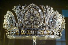From Castles Crowns Cottages. Ok, if I were gonna wear a tiara or crown. Royal Crowns, Royal Tiaras, Crown Royal, Tiaras And Crowns, Queen Crown, Royal Jewelry, Fine Jewelry, Antique Jewelry, Vintage Jewelry