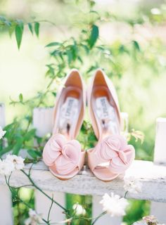 Pink wedding shoes: http://www.stylemepretty.com/2014/12/02/romantic-military-wedding-in-sonoma/ | Photography: The Great Romance - http://thegreatromancephoto.com/