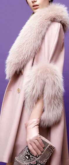Elie Saab Fur and Cashmere Top Coat, Pale Pink, Pre-Fall 2015 Fur Fashion, Look Fashion, High Fashion, Womens Fashion, Fashion Design, Fashion Trends, Mode Chic, Mode Style, Elie Saab