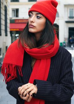 Red winter accessories hat and scarf Winter Mode Outfits, Winter Fashion Outfits, Autumn Winter Fashion, Red Scarf Outfit, Cosy Outfit, Stylish Hats, Winter Stil, Winter Hats For Women, Outfits With Hats