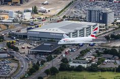 Flight of the superjumbo: British Airways takes delivery of its new Airbus as it touches down at Heathrow British Airways, Boeing Planes, Cargo Airlines, Airbus A380, Heathrow Airport, Commercial Aircraft, Civil Aviation, Flight Deck, What The World