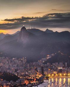 """↴ •••••••••••••••••••••••••••••••••••••••••••••••••••••••• ☆ #ChegaLogoCarnaval Realmente Cidade Maravilhosa é o maior """"sinônimo"""" do Rio de Janeiro. Cada momento é um espetáculo à parte, essa vista muda a cada segundo. Pão de Açúcar, Urca. Rio de Janeiro, Brasil. ☆ ᴘᴀʀᴀʙéɴs @odhram ☆ sᴇʟᴇçãᴏ @021Rio •••••••••••••••••••••••••••••••••••••••••••••••••••••••• ✗ ᴅᴇsᴛᴀǫᴜᴇs ᴅɪáʀɪᴏs ᴇᴍ ɴᴏssᴀ ɢᴀʟᴇʀɪᴀ! ➸ sɪɢᴀ @021Rio ➸ ᴜsᴇ #021Rio ••••••••••••••••••••••••••••••••••••••••••••••••••••••••…"""