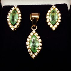 Brincos em ouro brilhantes e esmeraldas