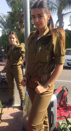 50 Beautiful Army Women With Without Uniform Looking Stunning Idf Women, Military Women, Mädchen In Uniform, Israeli Girls, Military Girl, Female Soldier, Girls Uniforms, Gorgeous Women, Special Forces
