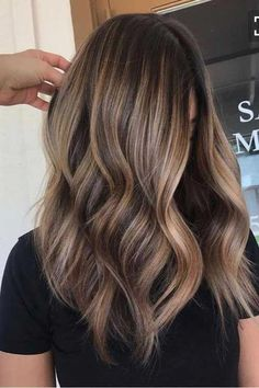 titnes-naturales-corte-long-bob #longhairstyles Brown Hair With Blonde Highlights, Brown Hair Balayage, Hair Color Balayage, Beige Blonde, Haircolor, Balayage Highlights, Ombre Balayage, Balayage Bangs, Bronde Bayalage