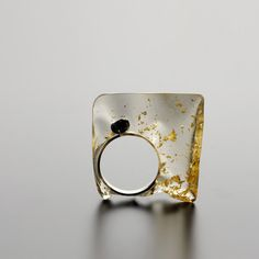 Silver ring with onyx and resin with gold foil contemporary jewellery - catalina_brenes