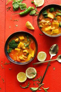 CRAZY Delicious 1-Pot Mango Coconut Curry with Red Curry Paste, Red Bell Pepper, Mangoes and Turmeric! #vegan #glutenfree #curry #recipe #dinner