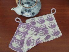 Ravelry: Dobbelstrikkede grytekluter - DK potholders pattern by Fru Dart Potholder Patterns, Dishcloth Knitting Patterns, Crochet Potholders, Knit Dishcloth, Knitting Stitches, Free Knitting, Knit Crochet, Crochet Patterns, Knitting Projects