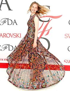 Maya Thurman-Hawke (daughter of Uma Thurman and Ethan Hawke) attended the CFDA Fashion Awards 2015 on the arm of Zac Posen, who put her in a dress made for spinning; see the sweet photos!