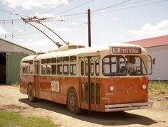 Milwaukee Marmon-Harrington trolley coach at the IRM in Union Illinois. Milwaukee Road, Milwaukee Wisconsin, Toronto Ontario Canada, Railway Museum, Simple Life Hacks, Busses, The Good Old Days, Public Transport, Summer Vibes
