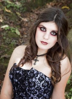 Halloween vampire makeup   #makeup #halloween #vampire www.loveitsomuch.com Halloween Vampire, Halloween Make Up, Halloween Costumes, Fancy Dress, Holiday Ideas, Makeup Ideas, Hair Makeup, Dinner, Whimsical Dress
