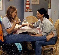 friends, monica, and rachel green image Friends Tv Show, Tv: Friends, Serie Friends, Friends Moments, Friends Forever, Monica Friends, Rachel Friends, Friends Rachel Outfits, Funny Friends