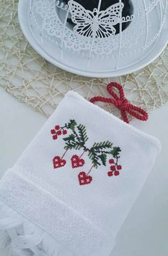 This Pin was discovered by Ümm Cross Stitch Sea, Cross Stitch Borders, Cross Stitch Designs, Cross Stitching, Cross Stitch Embroidery, Hand Embroidery, Cross Stitch Patterns, Scandinavian Embroidery, Sewing Cards