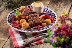 Cum se fac mititeii de casa ;) Pot Roast, Dog Food Recipes, Cheese, Ethnic Recipes, Carne Asada, Roast Beef, Dog Recipes
