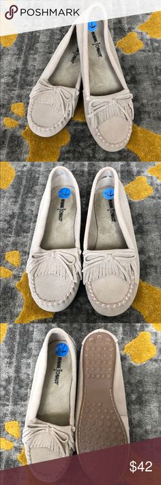 NEW grey Minnetonka moccasins These new and extremely comfortable shoes are featured in a light grey color that can be paired with many outfits. Don't have the original box, but will send in another shoebox. Bundle with other items in my closet to save😊 Minnetonka Shoes Moccasins