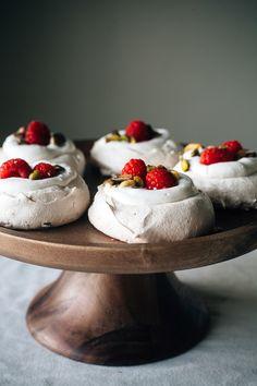 Raspberry Pistachio Mini Pavlovas from @yehmolly