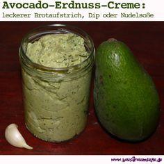 Avocado-Erdnuss-Creme - Rezept  Unsere Avocado-Erdnuss-Creme taugt als Brotaufstrich, Dipp oder Nudelsoße! vegetarisch vegan laktosefrei glutenfrei Avocado, Guacamole, Cucumber, Dips, Goodies, Make It Yourself, Cream, Healthy, Ethnic Recipes