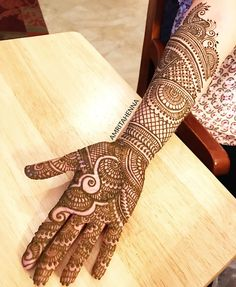 Top handpicked Arabic mehndi designs of Find unique and simple Arabic mehendi designs for hands and legs for weddings. Henna Hand Designs, Dulhan Mehndi Designs, Mehndi Designs Finger, Simple Arabic Mehndi Designs, Back Hand Mehndi Designs, Latest Bridal Mehndi Designs, Mehndi Designs Book, Mehndi Designs 2018, Mehndi Design Pictures