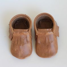 All Hubble Duke moccasins are lovingly handmade with 100% genuine leather. Each pair is made to order in Fremantle, Western Australia.These Moccasins have a soft yet hardwearing leather sole and a comfortable elastic opening to snuggly fit your little ones feet.As each pair is made to order it may take up to two weeks until your moccs are ready to ship during busy periods.Please note: Our age guidelines are a guide only. To ensure you choose the right size please measu...