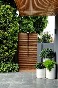 Outdoor shower in a modern, contemporary garden setting, lusting after one of th. Outdoor shower i Outdoor Bathrooms, Outdoor Rooms, Outdoor Gardens, Outdoor Living, Outdoor Decor, Outdoor Showers, Outdoor Benches, Outdoor Kitchens, Outdoor Ideas