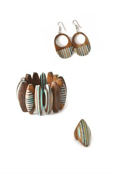 Turquoise jewelry set: bracelet, earrings, ring. Wooden handmade  jewelry Erneso de Barcelona