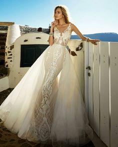 Bom dia com essa noiva belíssima e esse dress divo! ������ via @madeirawedding #bride #bridal #noiva #vestidodenoiva #brideinspiration #inspirationwedding #weddingday �� #�� #❤Tailor by Eva Lendel http://gelinshop.com/ipost/1523851901497839504/?code=BUlzzsPFQ-Q
