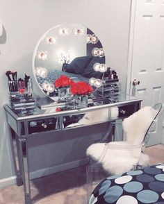 Glamorous! ✨ Have you heard? Black Friday deals have started! Save up to $90 on our Hollywood Sunset Vanity Mirror! : @dulcetrocaf featuring our #impressionsvanitysunset (at Impressions Vanity Co.)