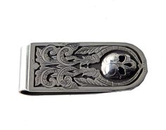 Silver engraved skull money clip by Richard Stump for Tom Taylor. Leather Cuffs, Leather Jewelry, Metal Jewelry, Cowgirl Jewelry, Gothic Jewelry, Taylor Gifts, Tom Taylor, Handmade Gifts For Him, Country Jewelry