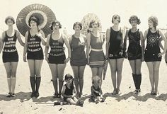 """Balboa Beach Bathing Party, Links to an AMAZING panorama beach costumes! Vintage Bathing Suits, Vintage Swimsuits, Vintage Beauty, Vintage Fashion, Men's Fashion, Fashion Quiz, Fashion Jobs, Fashion Images, Retro Fashion"