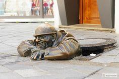 Jak Zwiedzić Bratysławę W Jeden Dzień Lion Sculpture, Statue, Sculptures, Sculpture