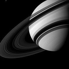 Imagem revela escala de Tétis em comparação ao planeta Saturno