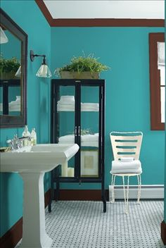Look at the paint colour combination I created with Benjamin Moore. Via @benjamin_moore. Wall: In the Tropics CSP-640; Trim: Terrazzo Brown CSP-360; Chair: Cake Batter CSP-215.