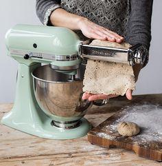 Crackerteig walzen mit dem Kitchen Aid Pastavorsatz