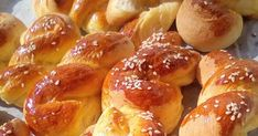 Greek Easter Bread, Greek Pastries, Greek Sweets, Homemade Dinner Rolls, Almond Cookies, Sweet And Salty, Greek Recipes, Pretzel Bites, Cake Recipes