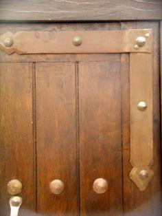 Forja noble herrajes de forja para puertas rusticas y for Puertas coloniales antiguas