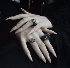 Pointy Nails, Nude Nails, Black Stiletto Nails, Witch Nails, Manicure, Gothic Nails, Photographie Portrait Inspiration, Black Nail Art, Claw Nails