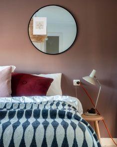 """Maaike Davina on Instagram: """"Prima wakker worden zo, met een zonnetje in onze slaapkamer die als nieuw voelt. Hebben jullie de gave actie van @prchtg in samenwerking…"""" Cheap Office Decor, Cheap Home Decor, Entryway Decor, Wall Decor, Foyer, Nordic Interior, Interior Design, Cheap Houses, Modern"""