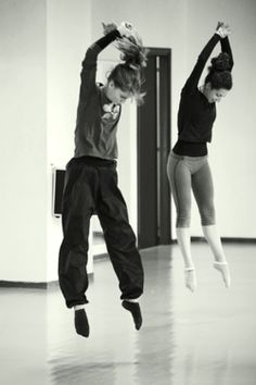 Joffrey Ballet Chicago was the first dance academy to choreograph a hip hop ballet. Alvin Ailey, Shall We Dance, Lets Dance, Dance Jumps, Dance It Out, Dance Like No One Is Watching, Dance Movement, Dance Choreography, Royal Ballet