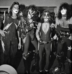 Peter Criss, Find Music, Hot Band, Music Images, Halloween Face Makeup, Kiss, Punk, Collection, Punk Rock