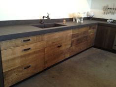 The Best Interior Design Of A Wooden Kitchen 25 Wooden Kitchen, Rustic Kitchen, New Kitchen, Kitchen Interior, Kitchen Decor, Kitchen Grey, Kitchen Ideas, Outdoor Kitchen Countertops, Concrete Countertops